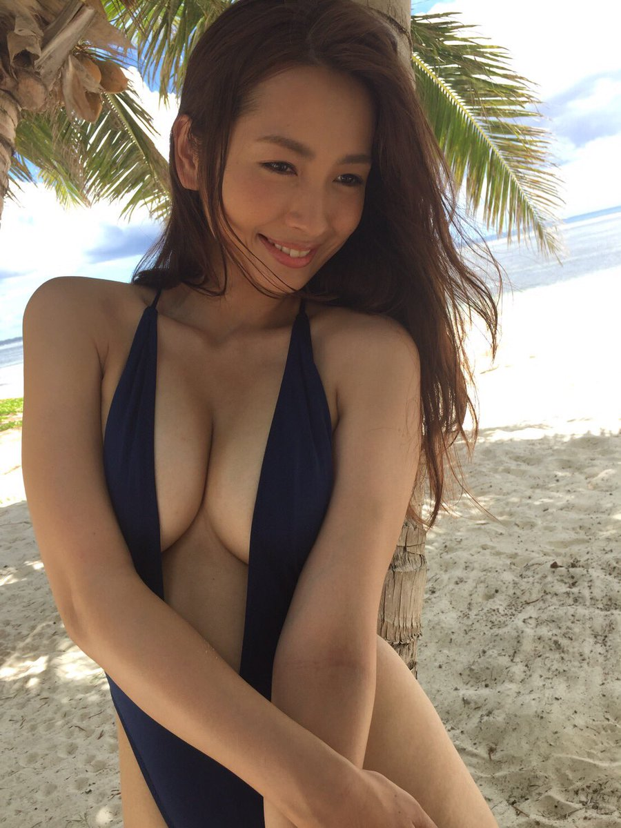 ゴージャスな谷間を競泳水着で披露する殿倉恵未