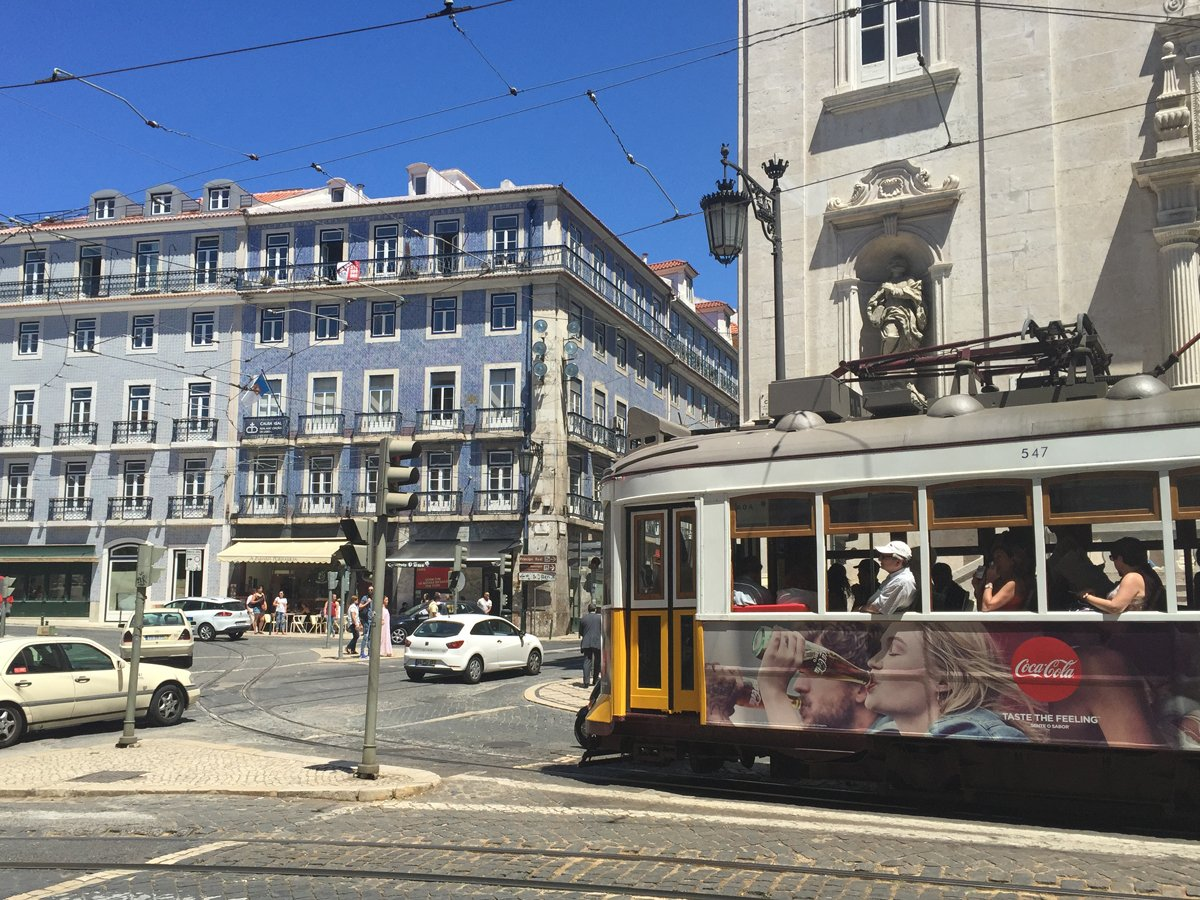#Lisbon surprises with its thriving arts & cultural center @VisitPortugal https://t.co/9JYgDLS3S7 #FamilyTravel https://t.co/WyT0OyX5iP