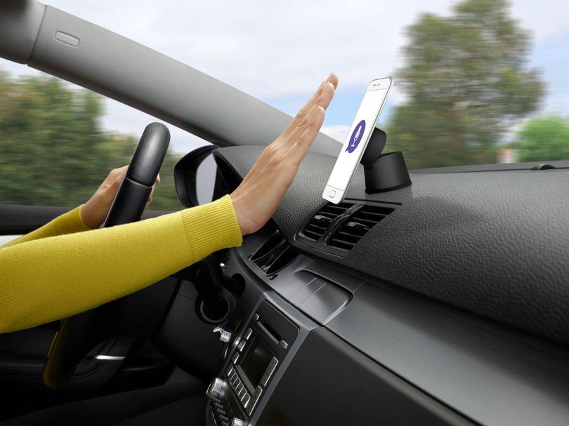 .@Logitech's ZeroTouch transforms any car into a smart car https://t.co/pRLzHEZW9Y https://t.co/eNcu77rBnb
