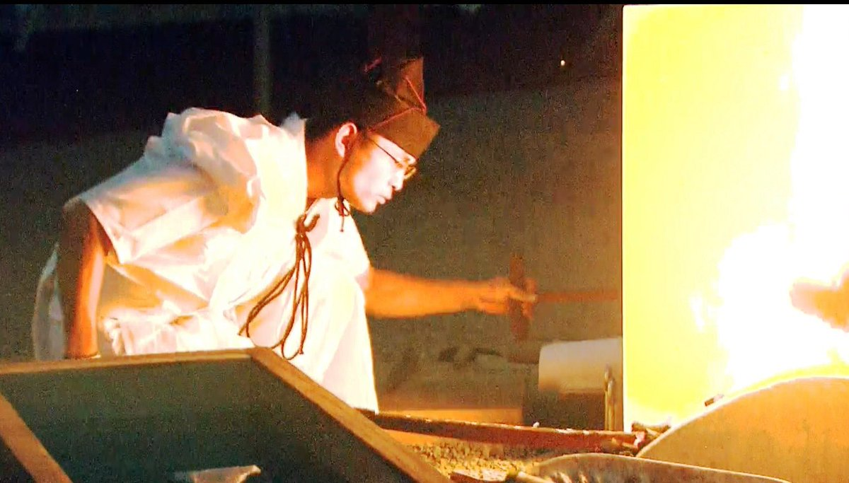 【蛍丸特集アップ】「熊本以外でも見たい!」というご要望にこたえ、昨日のテレビタニュースで放送した幻の宝刀「蛍丸」の奉納焼き入れの模様をKKTの蛍丸特集ページで全編公開しました。