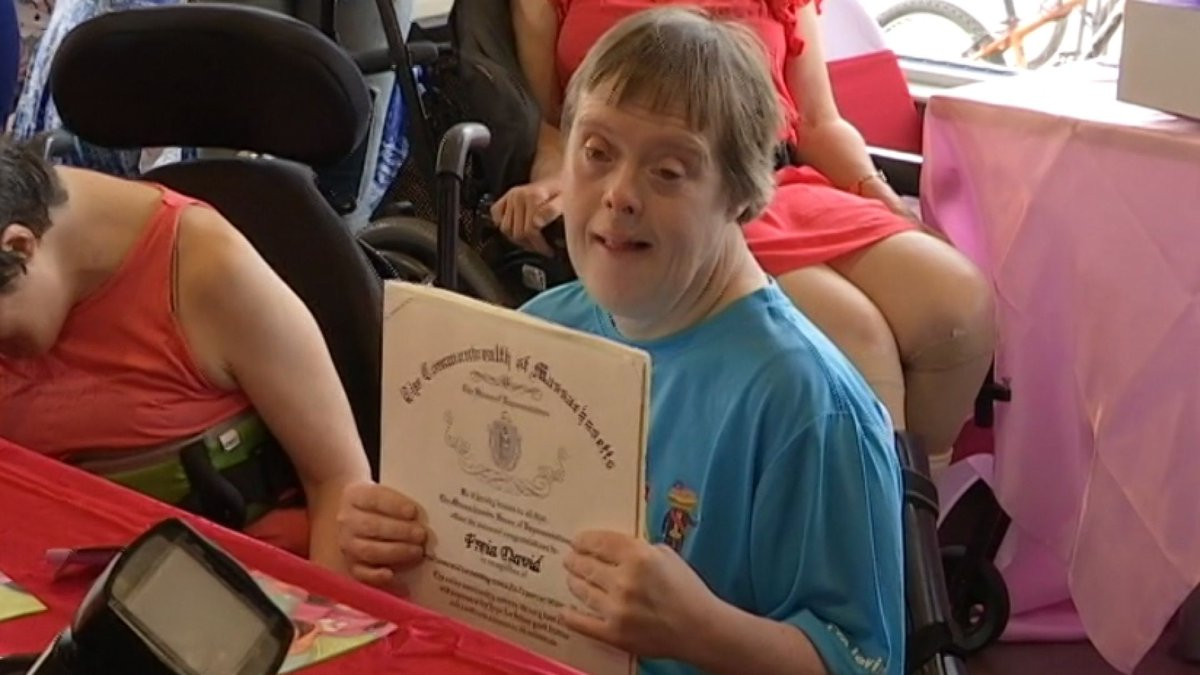 McDonald's employee gets send-off of a lifetime after 32 years of service
