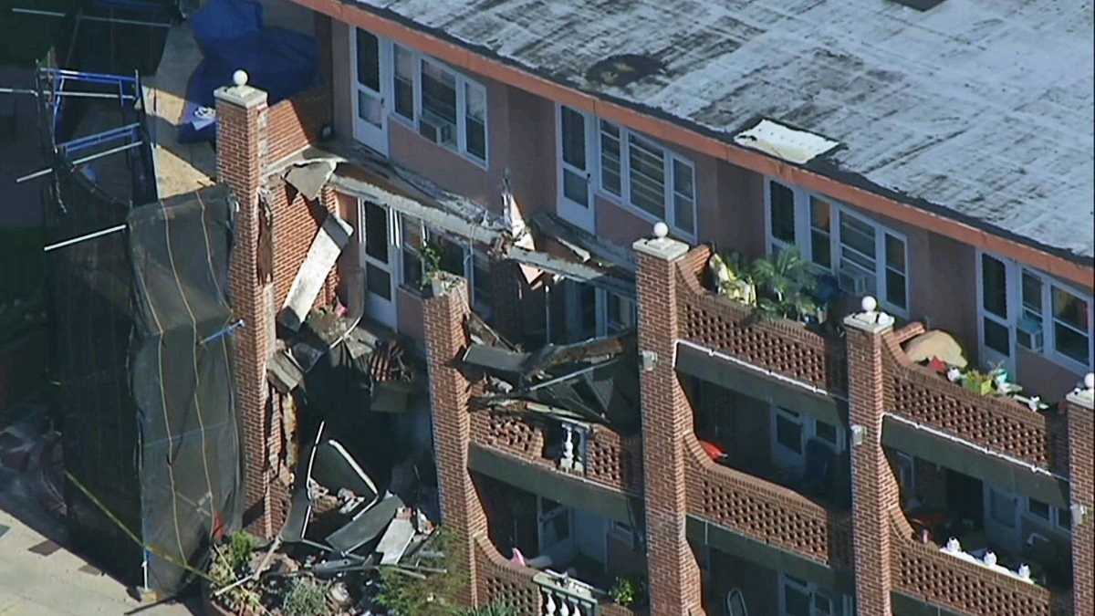 No injuries reported after half a dozen balconies collapse at NY apartment building