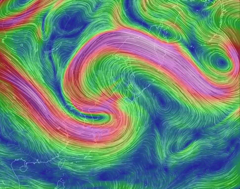 何だこれ・・・。ジェット気流の蛇行はさらに進行、230度位の急カーブ。日本海の低気圧が全然動かないわけですね。 明日は台風10号から変わった温帯低気圧と合体して、強力な巨大低気圧になる予報。うーん、見たことない光景が続く。 #天気 https://t.co/qHmfqWn1ef