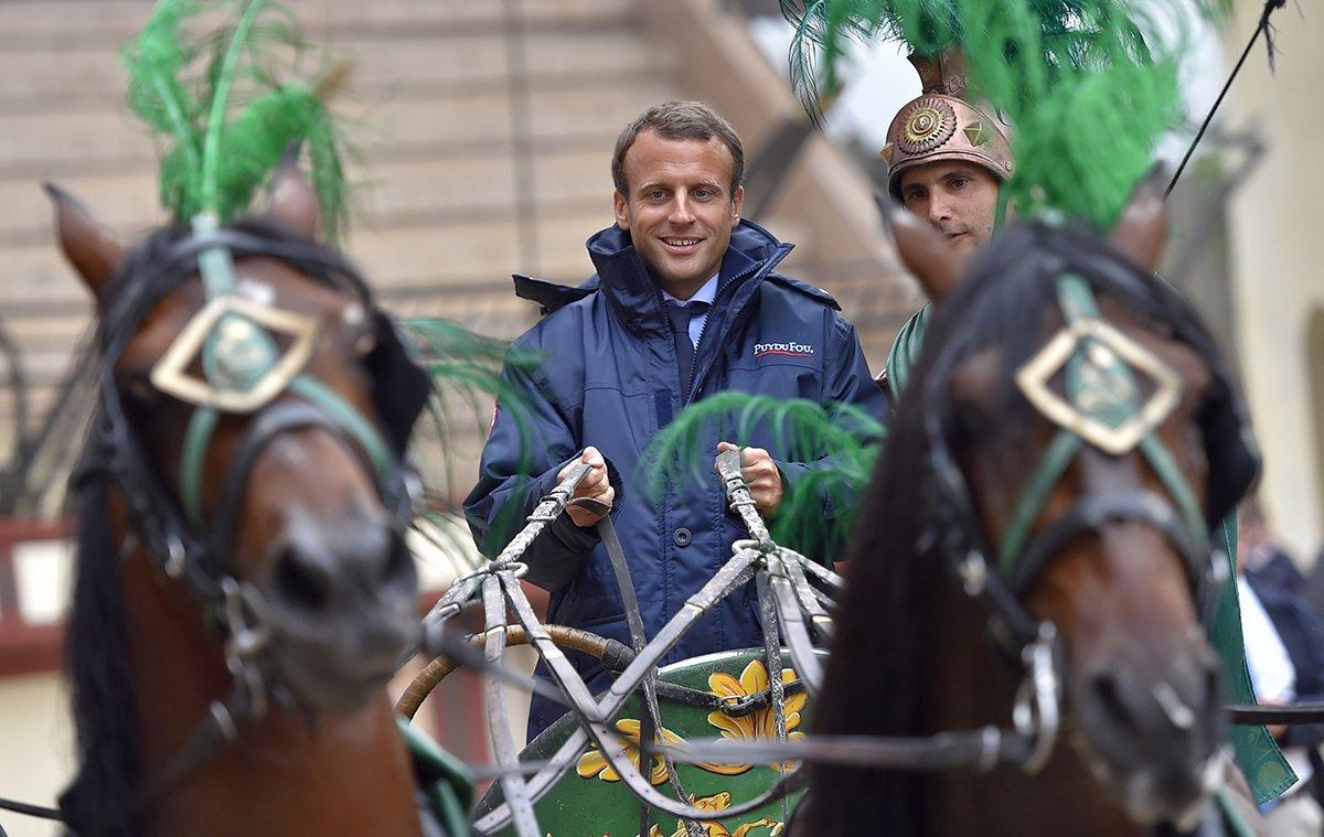 Les privilèges insoupçonnés d'Emmanuel Macron (Vidéo - 1 min - ...avec humour) CrHjcP3WYAAqdTR