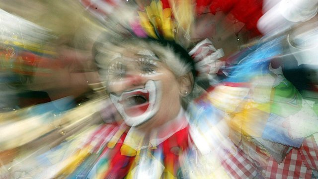 Apartment residents warned about clown trying to lure kids into woods