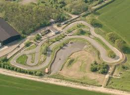 RT @MagazineNiche: 55mph Pro Karts, 850m Outdoor Track, Floodlit Night Racing - who's going #karting @StrettonCircuit   #Leicester https://…