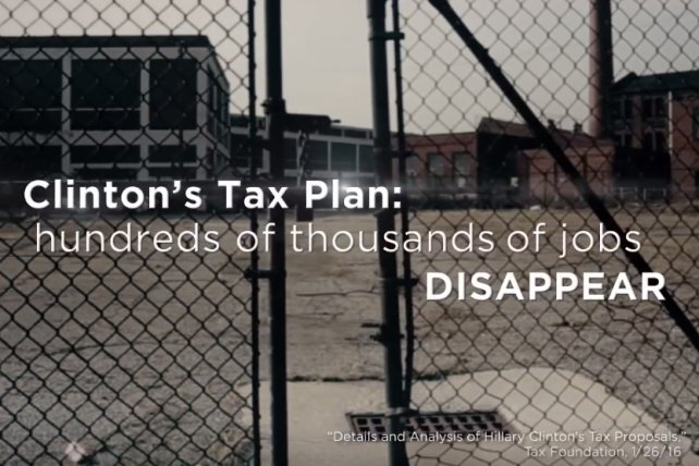 New Trump TV ad: 'In Hillary Clinton's America, hundreds of thousands of jobs disappear' https://t.co/kYqJ0tObFy https://t.co/990RMSdCe1