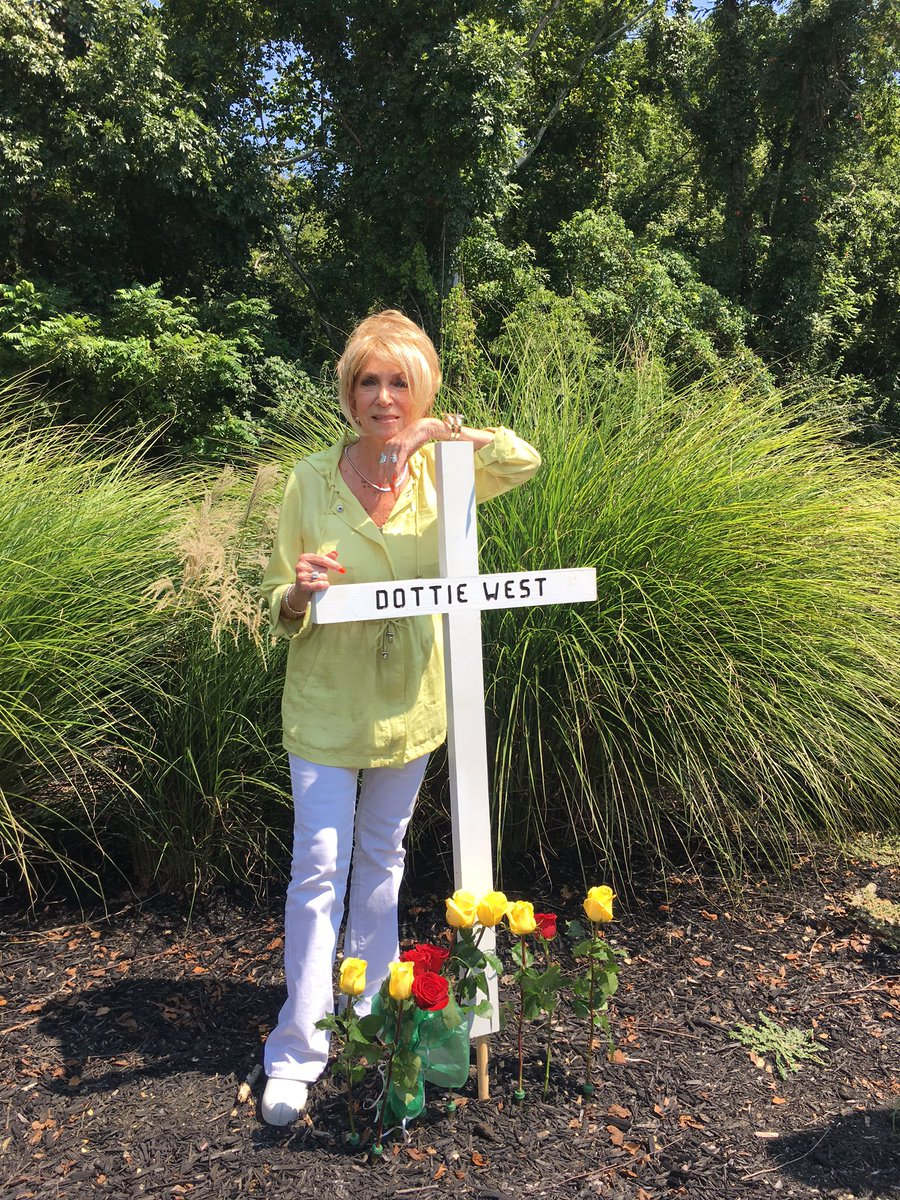 Opry Star Jeannie Seely Paid Tribute To Dottie West With