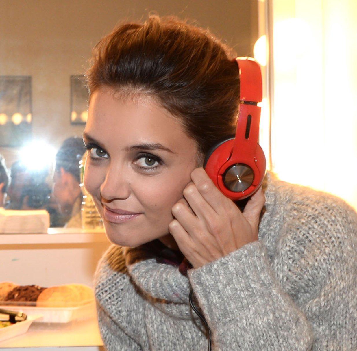 #HowToTalkToAWomanWHeadphones tell her you got the Scientology plug https://t.co/OiHaILhRaZ