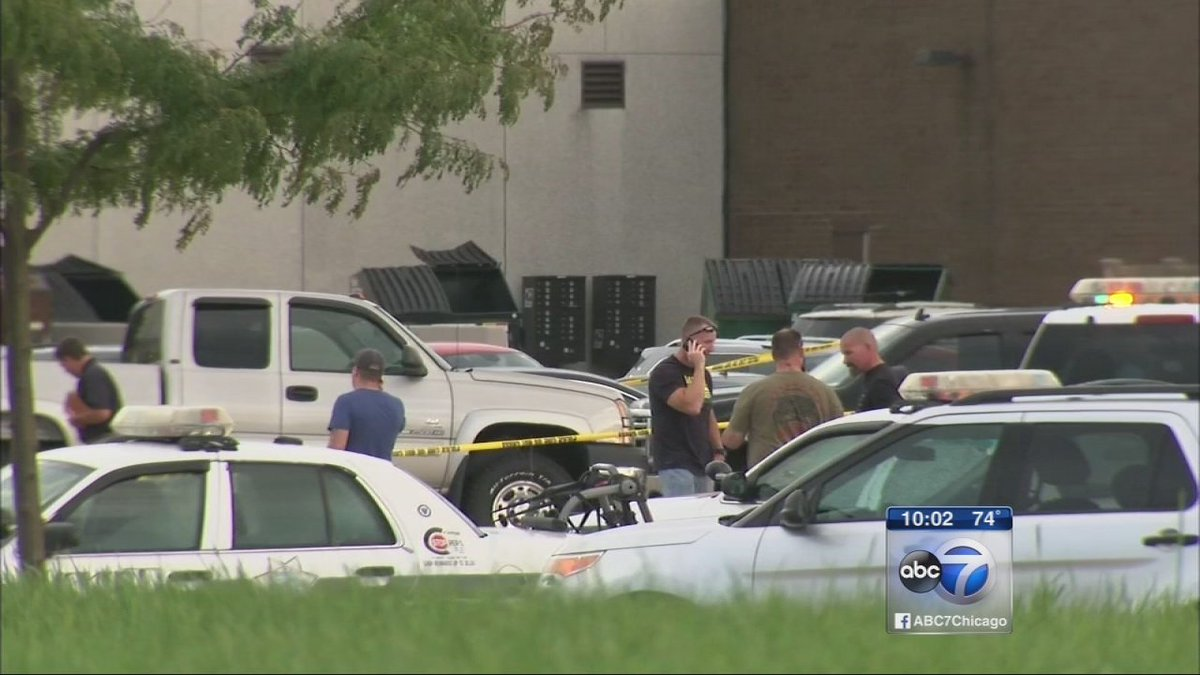 DEA involved in shootout at Joliet mall