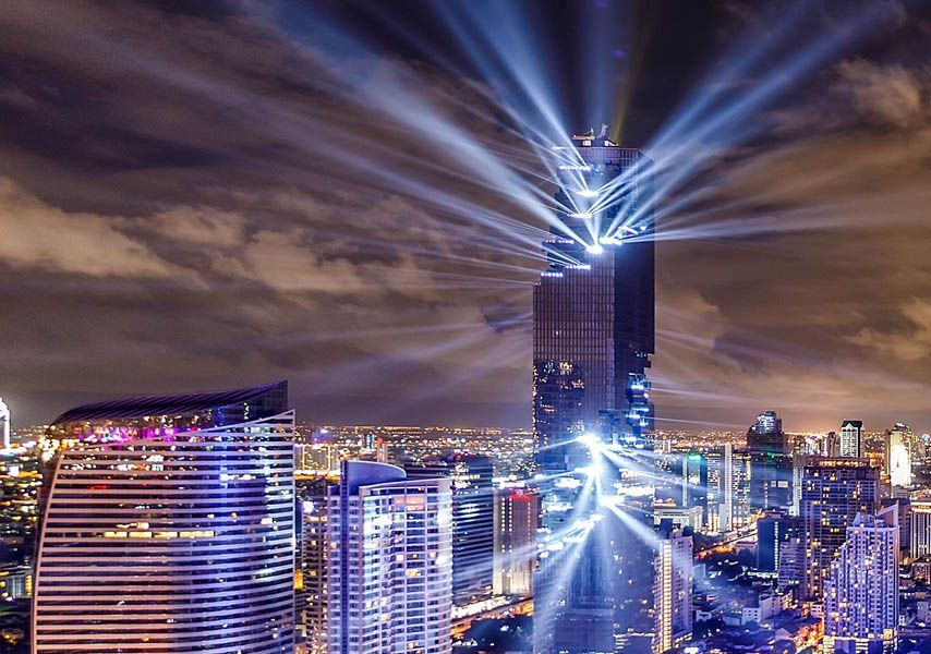 月曜日にタイにオープンしたビル MahaNakhonというんですね。ほとんどシン・ゴジラです。https://t.co/JvOieg4nO4 https://t.co/7Jwz7ch0hq