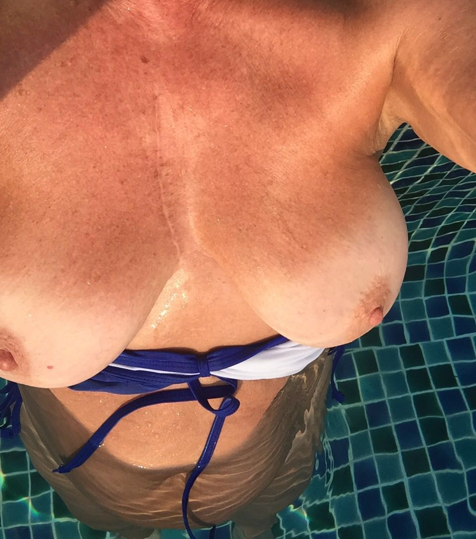 Nude Selfie 8207