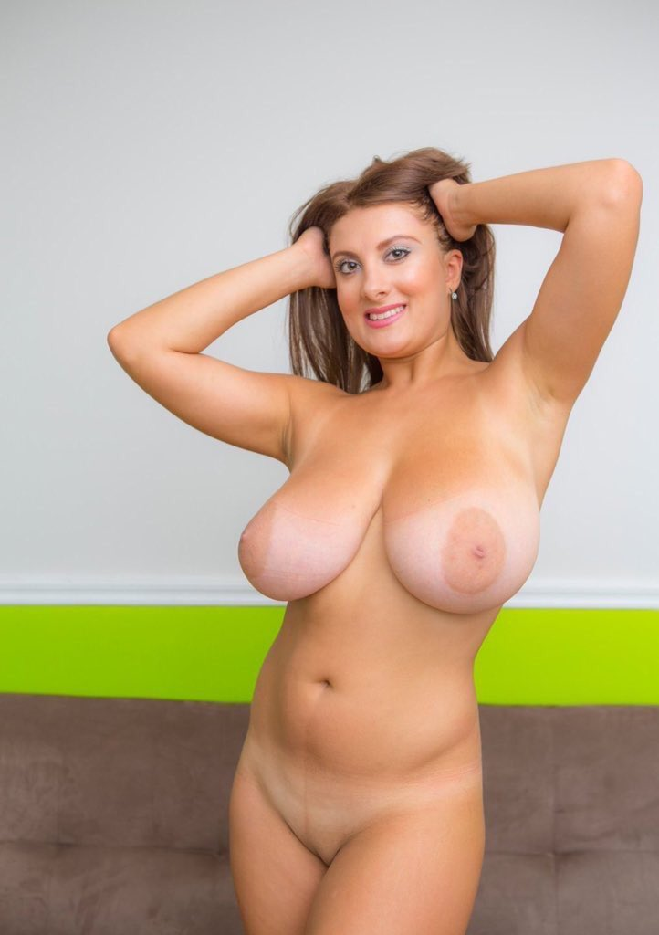 women-fully-naked-and-busty