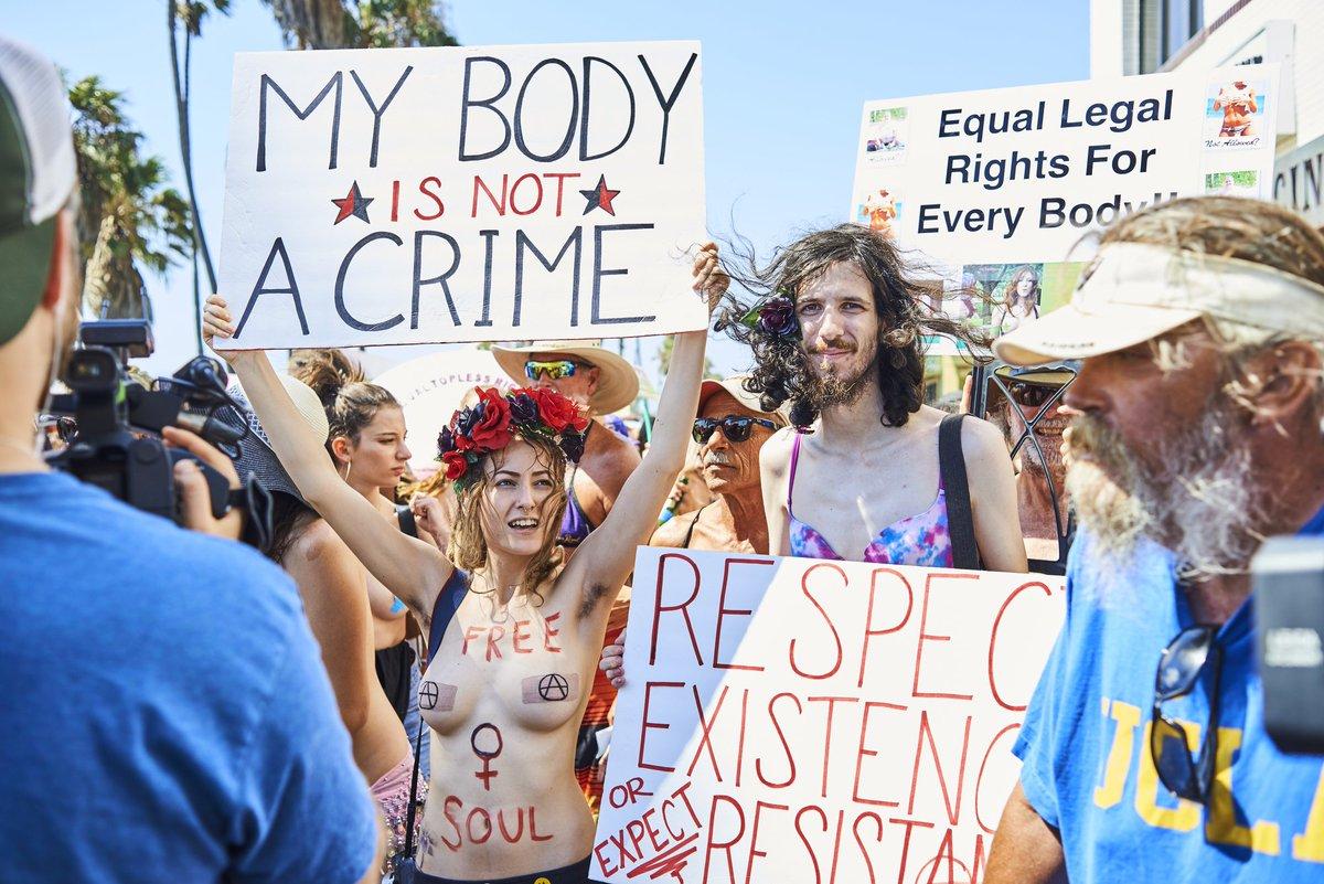 Был, парад голых девушек Америке