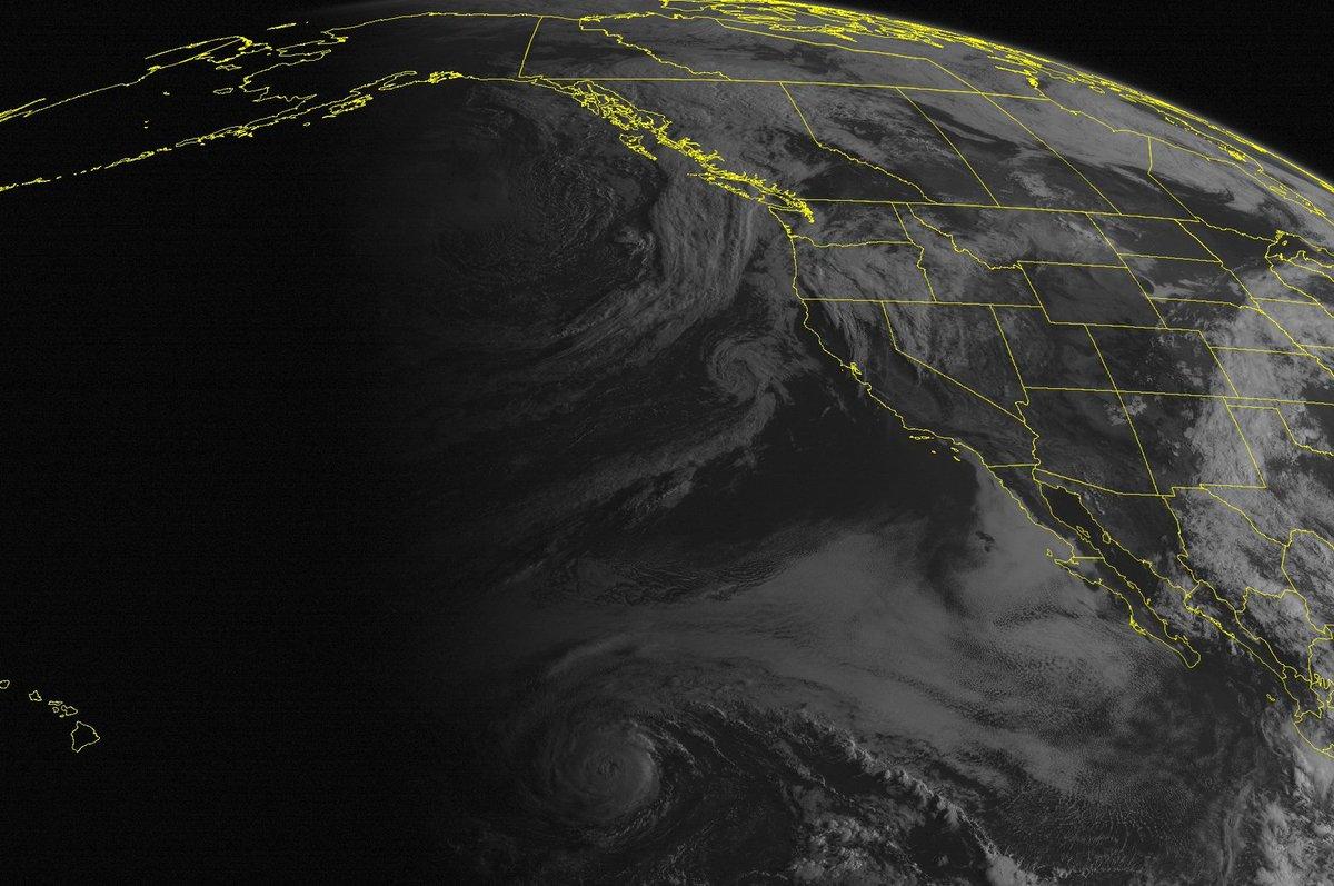 Hurricane churns toward Hawaii; people stock up, board up