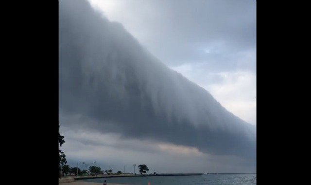 Watch A Breathtaking Roll Cloud Turn Over Chicago On Tuesday