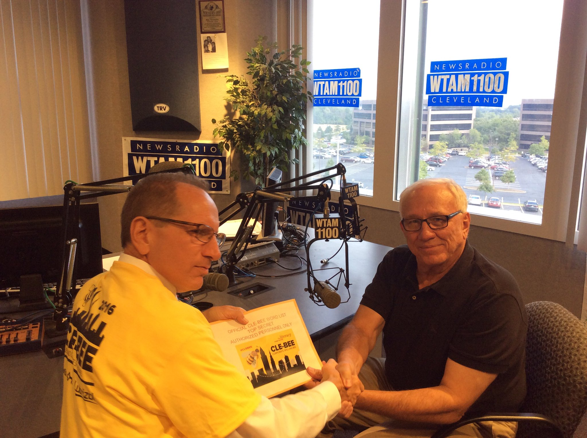 Delivering the words to #CLEBEE Reader Mike Snyder @snyder1100, @wtam1100 https://t.co/N3oVlLDQR3