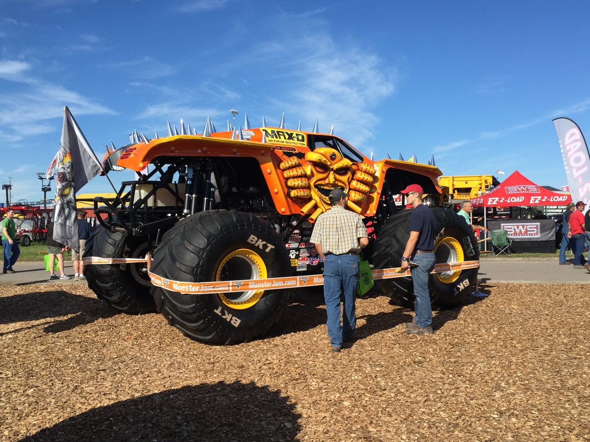 Are you a @MonsterJam fan? Visit us at the #FarmProgressShow to meet Max-D driver Jared Eichelberger! Booth #1248 https://t.co/dkxRGnhjdz