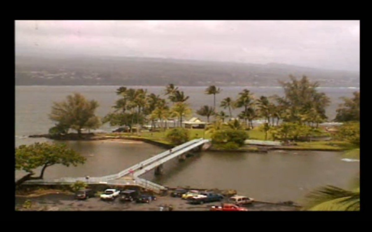 What a difference an hour makes! #HurricaneMadeline from Hilo Bay via @HawaiiNewsNow: https://t.co/glctK5AKj6 #hiwx https://t.co/Dhhjvb8Fiv