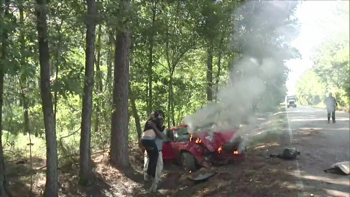 News photographer rescues pregnant woman from fiery crash