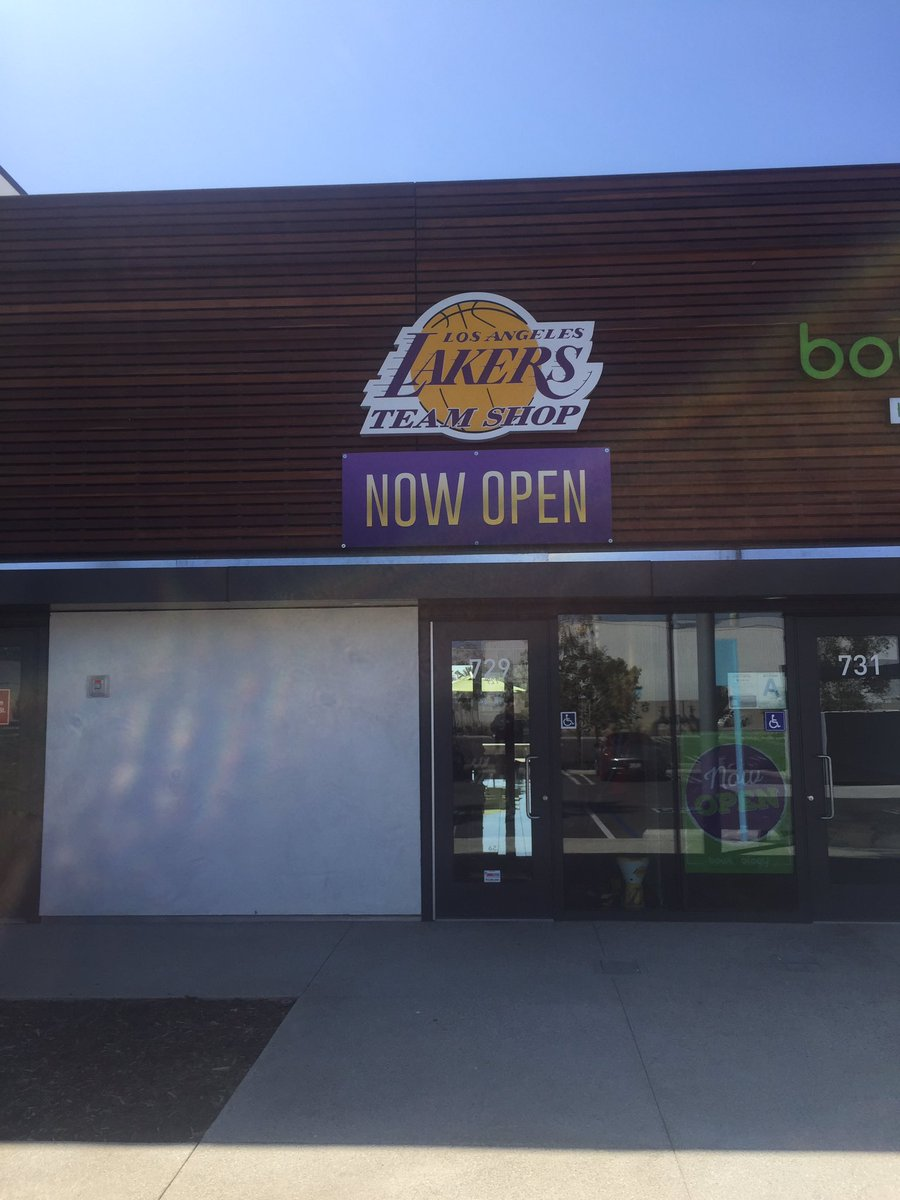 a890205cd18 Lakers Team Shop on Twitter