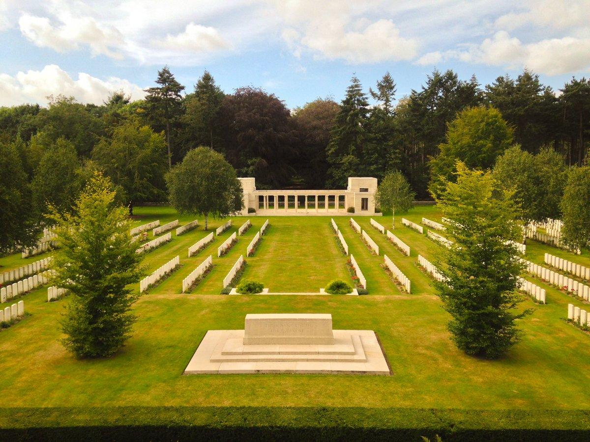 flanders fields The flanders field american cemetery and memorial in belgium occupies a 62- acre site masses of graceful trees and shrubbery frame the burial area and screen it from passing traffic at the ends of the paths leading to three of the corners of the cemetery are circular retreats, with benches and urns at this peaceful site.
