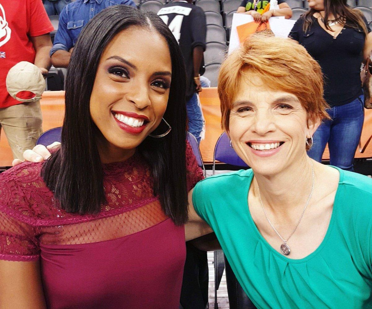 #TBT Me & Pam Ward on Sunday in Phoenix! #WNBAisBack #CallHerPWeezy  #BluntCutDebut #HollyWasTheStarOfTheNight #ESPNpic.twitter.com/L2etOf5Nxm