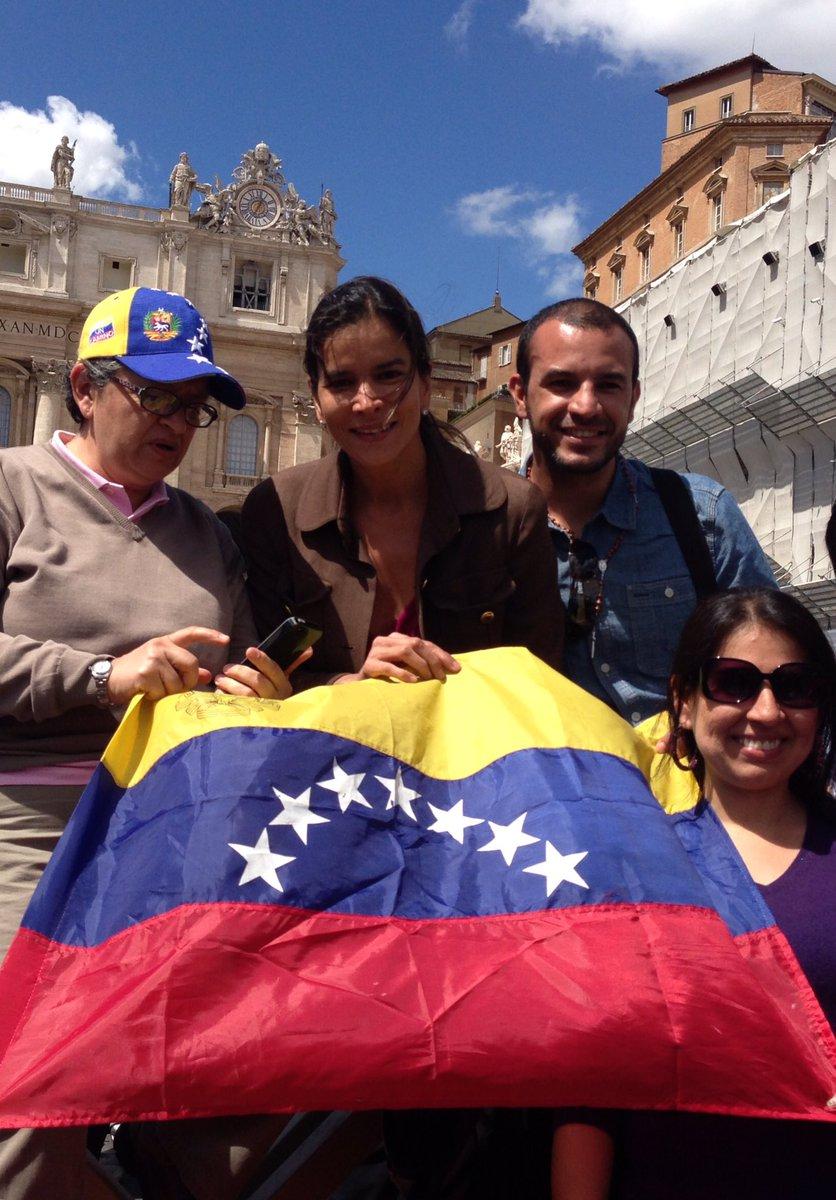Venezuela .Hoy todos unidos. Derecho a la libertad. Principio basico del ser humano. #yorevoco #revocatorio2016 https://t.co/qVgXlBNjtX