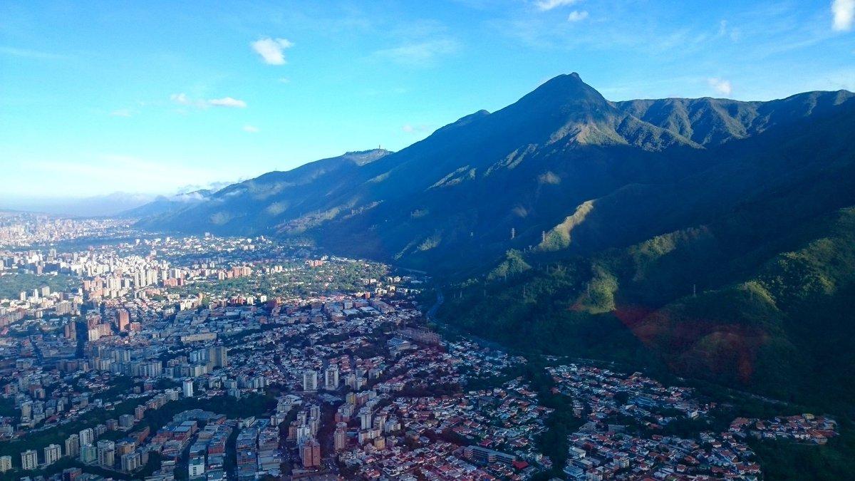 Buenos días Caracas, Sultana del Ávila. Que Dios te bendiga y te proteja. Instagram: @RenatoYanez https://t.co/IO5W0yjeDz