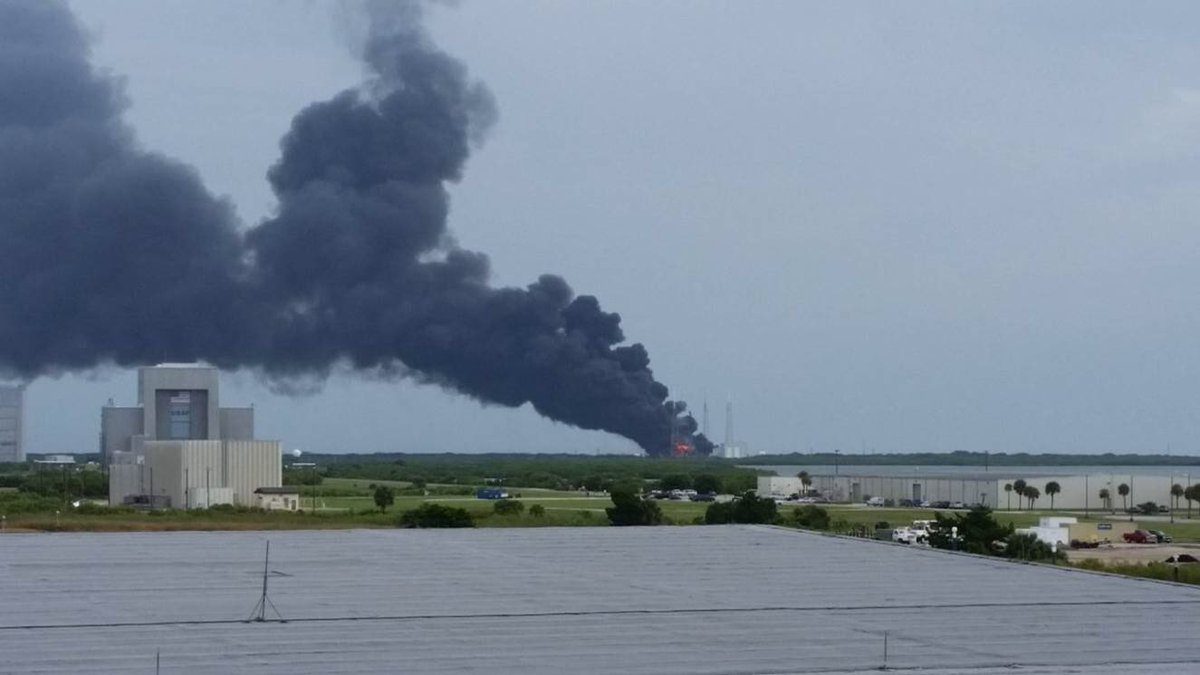 SpaceX launch complex is up in flames after an explosion. Shock wave hit nearby office blds. No injuries reported. https://t.co/xCa1uJdWNw