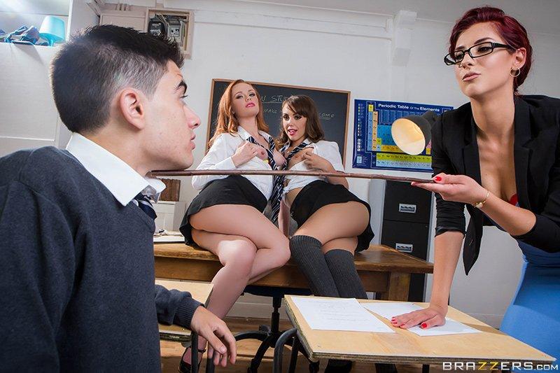 Annesini Sikenlerin pornosu  Maçka Porno HD sex izle