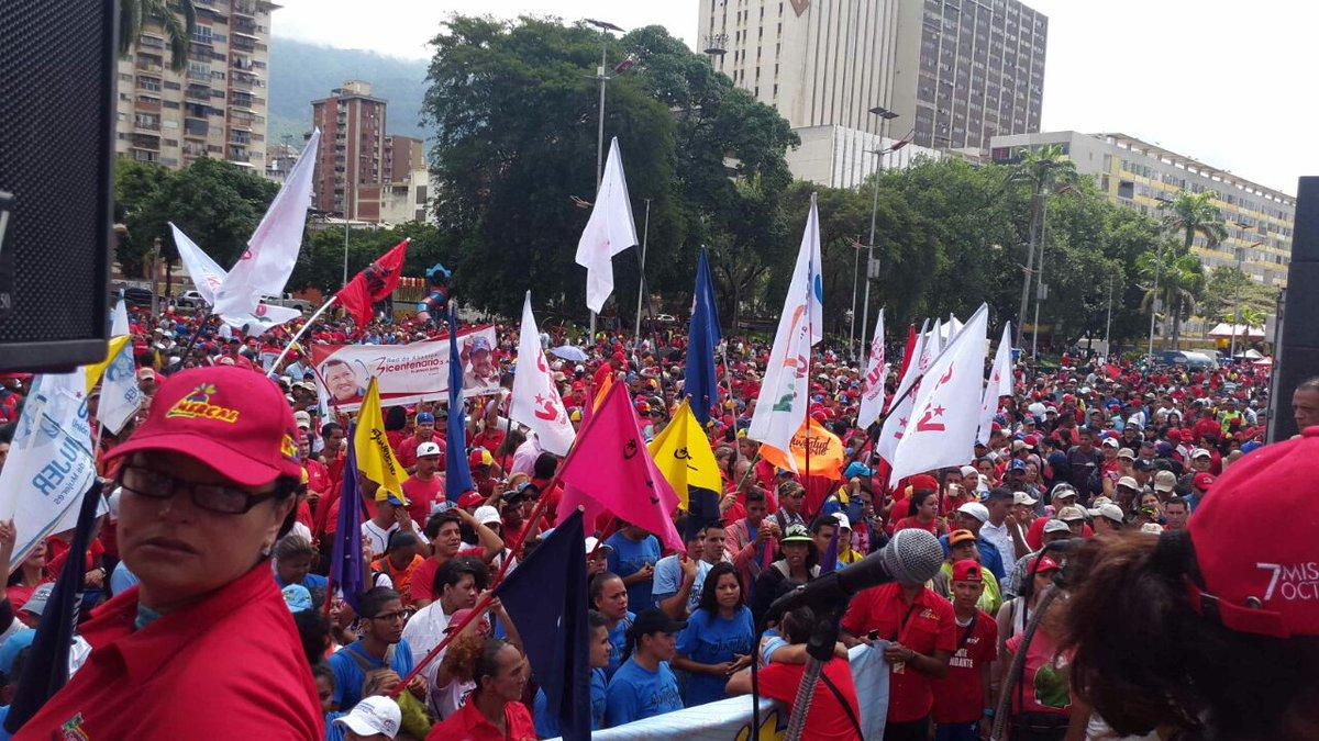 Así está la Avenida Bolívar! #LaCalleEsChavista https://t.co/aysw4YfFt9
