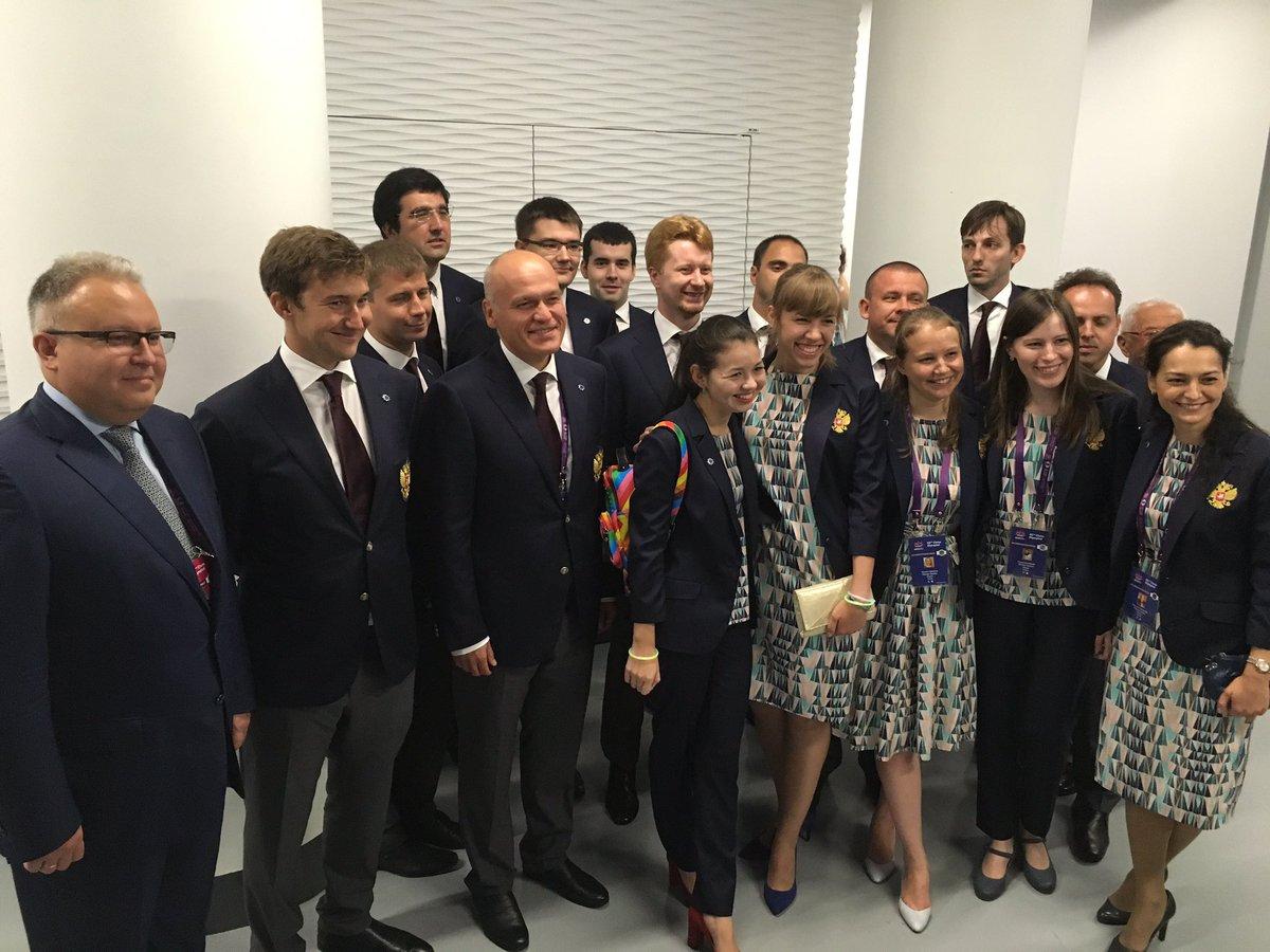 Россия, вперёд! Завтра стартуем! #bakuchess #saychess #командароссии #bakuchessolympiad #teamrussia https://t.co/oO2RD2qor3