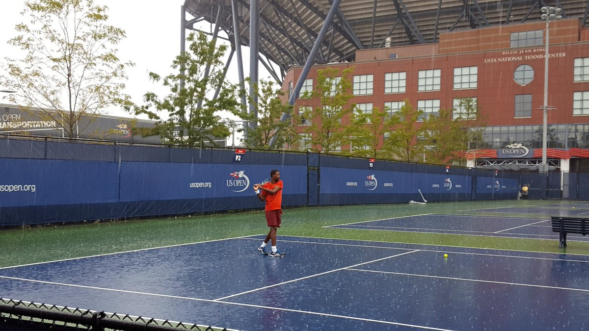 of course monfils would still be practicing in this downpour https://t.co/AwP8cCAoK1