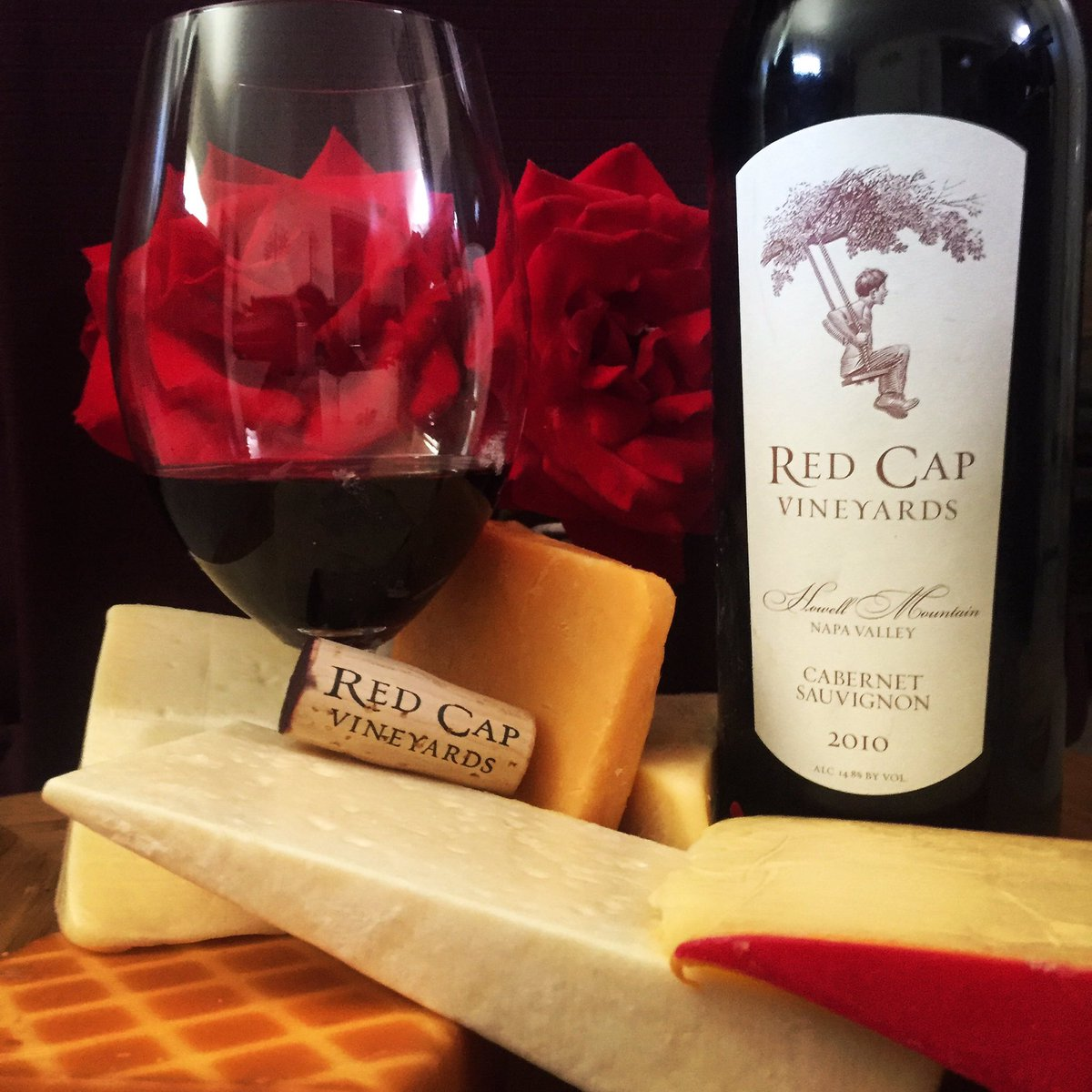 #CabernetDay #cheesy @redcapvineyards #2010 #cabernetsauvignon #HowellMountain notes of earth, mocha, black currants https://t.co/ETPskC5JIO