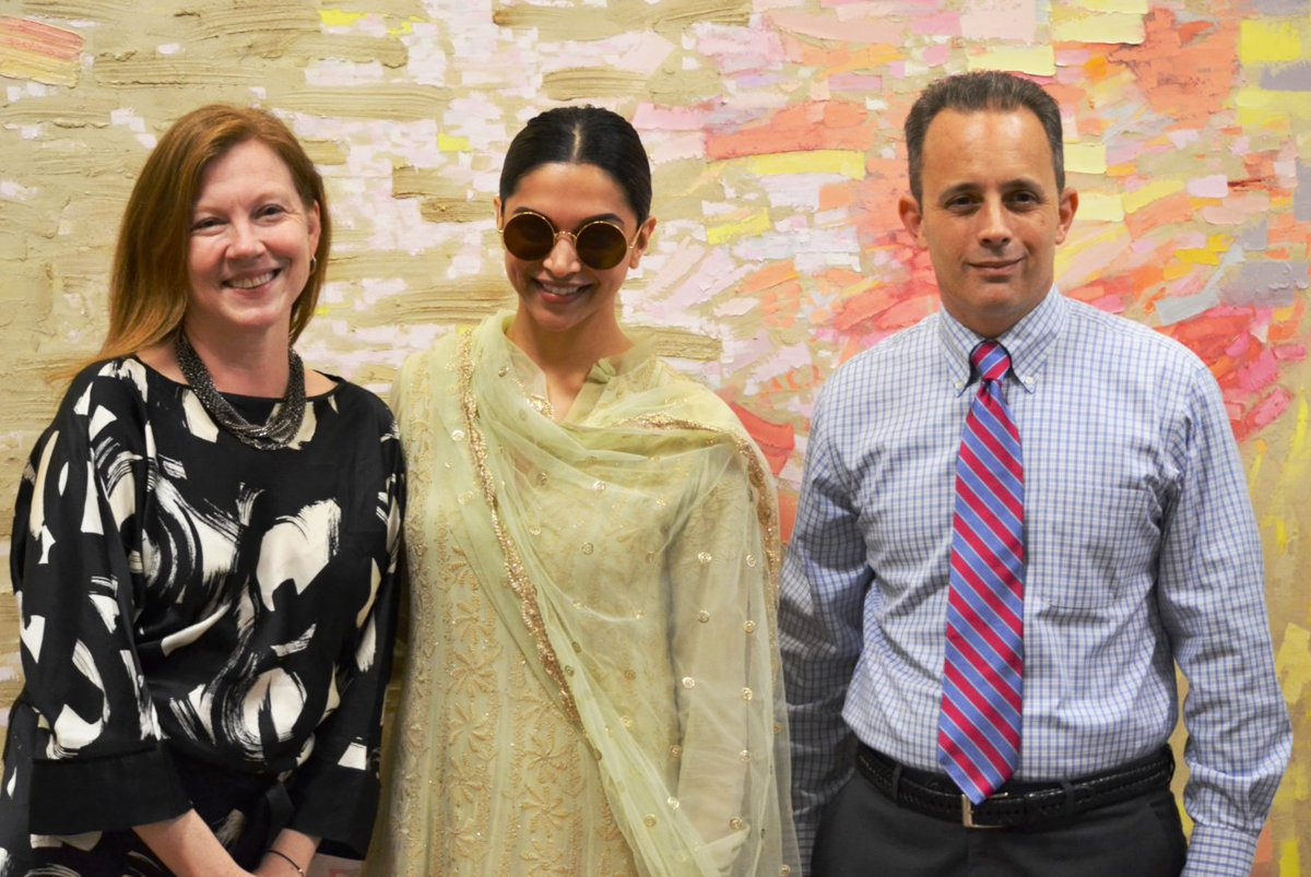 Great to meet the lovely @deepikapadukone, who's bringing #Bollywood to #Hollywood!  Safe travels! #DekhoAmerica https://t.co/AyEreoIpJy