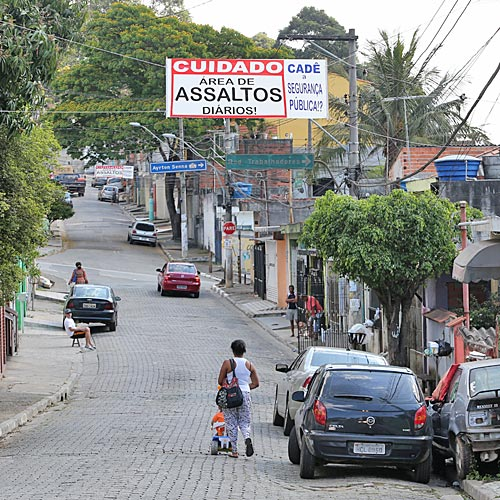Moradores da região do Pimentas protesta contra roubo