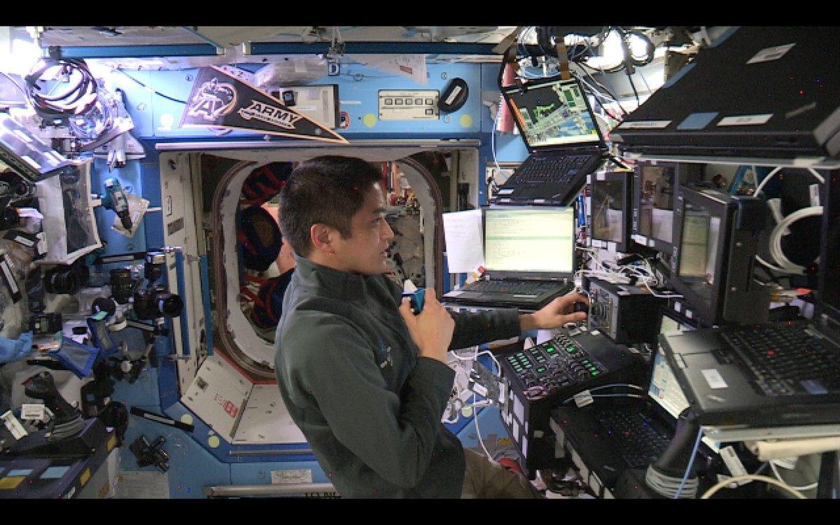 ISS滞在55日目(9月1日)、米国クルーによる船外活動が行われ、大西宇宙飛行士は、ISSのロボットアームを操作してクルーを作業場所まで移動させるなどの支援を行いました。