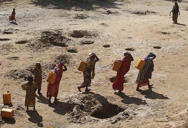 Comment le changement climatique affecte particulièrement les femmes africaines? https://t.co/Sm2BfvTakc https://t.co/BXvKLWQ1k0