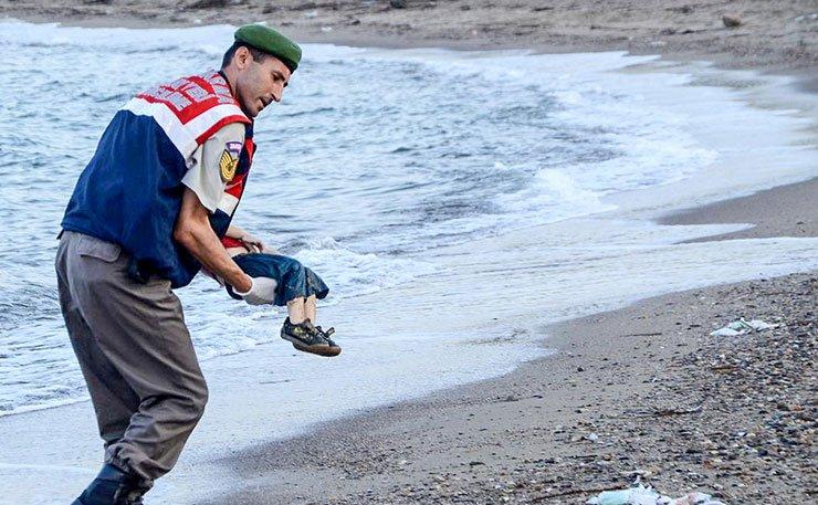 Um ano após morte de Aylan Kurdi, mais de 400 crianças morreram afogadas no Mediterrâneo. https://t.co/UMiGcu9VUS