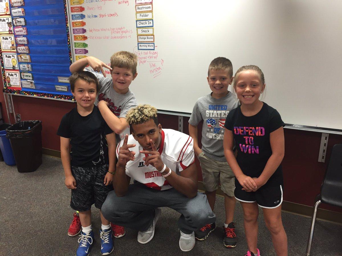 Mustangs making a difference! @dcgfootball #dcgexcellence #littlekidslovebigkids