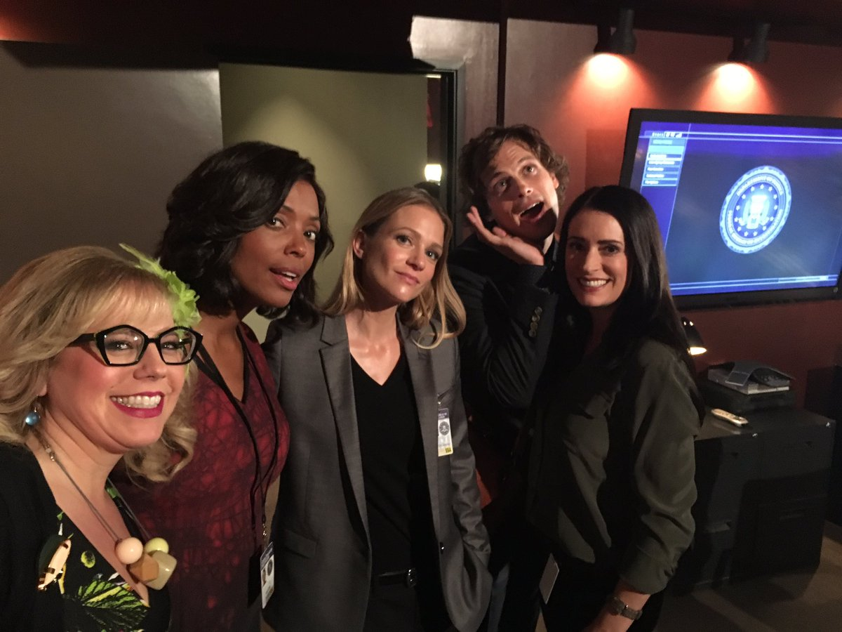 """And I call this """"Ladies of the Round Table & Interloper"""" @pagetpaget @aishatyler @ajcookofficial @GUBLERNATION https://t.co/WPDt5pPQl6"""