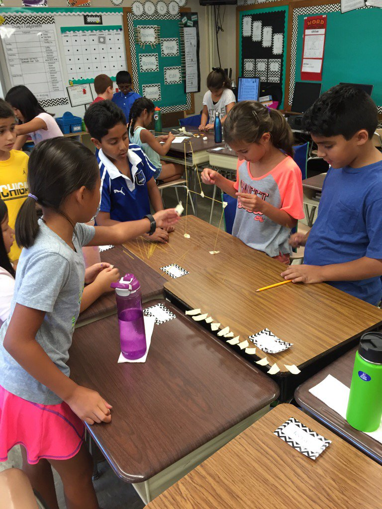 4th graders working collaboratively! #seamanstrength https://t.co/nlh8mJCEas