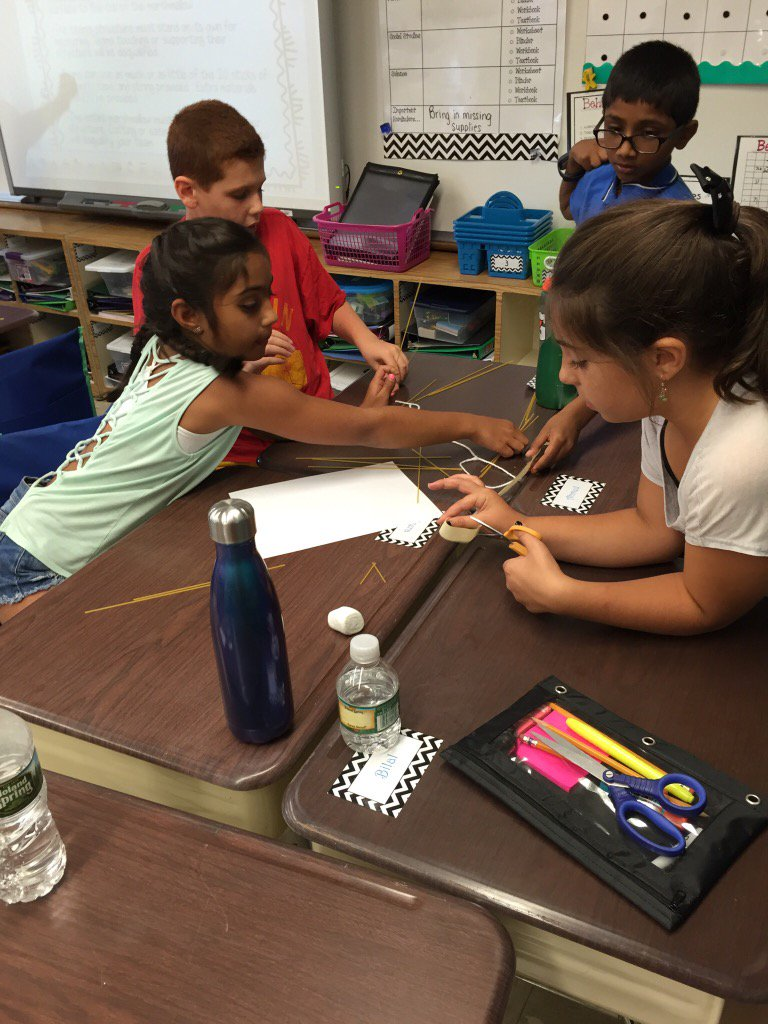 Love when our students solve problems by working together! #seamanstrength https://t.co/P5TXNQtOQU