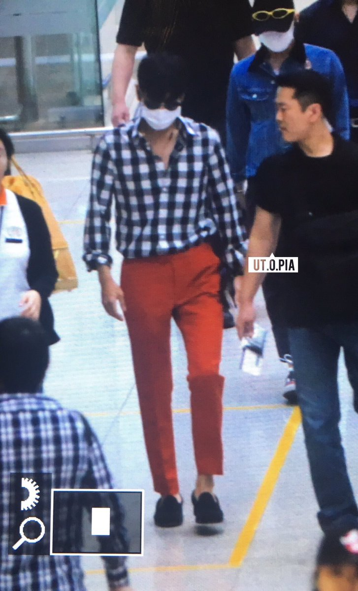 59a9446120 What color shirt goes with red pants  - Quora