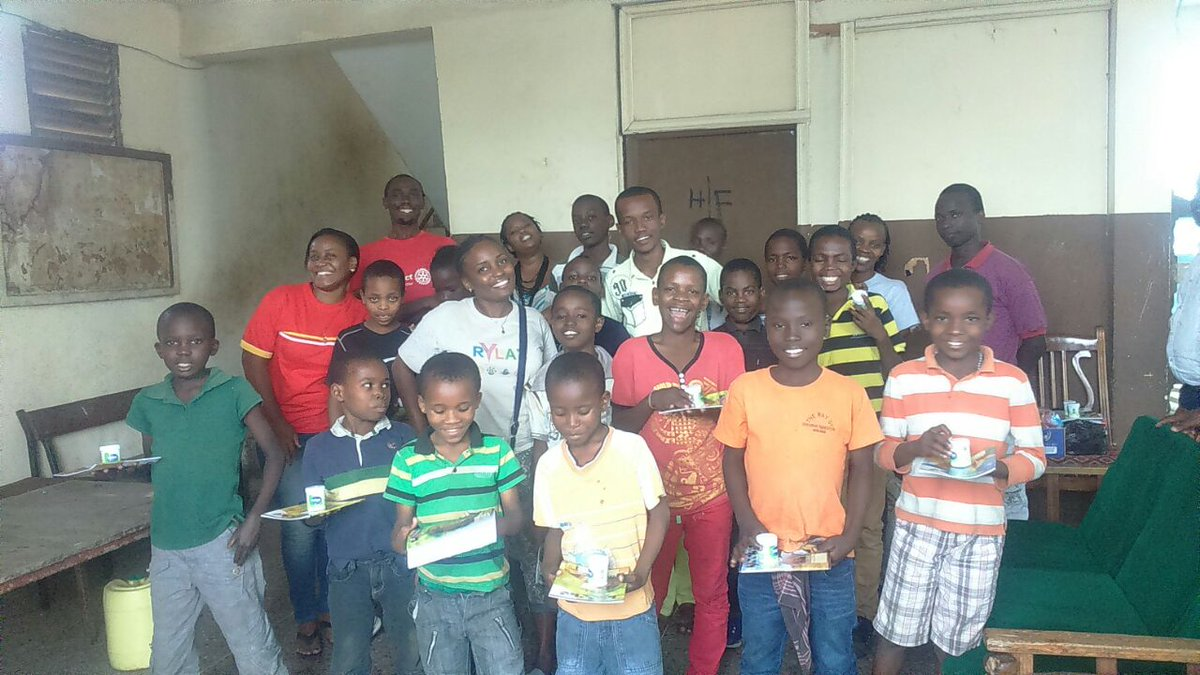 #sambazaelimu make a child happy by donating a book <br>http://pic.twitter.com/rcmrY8MSfB