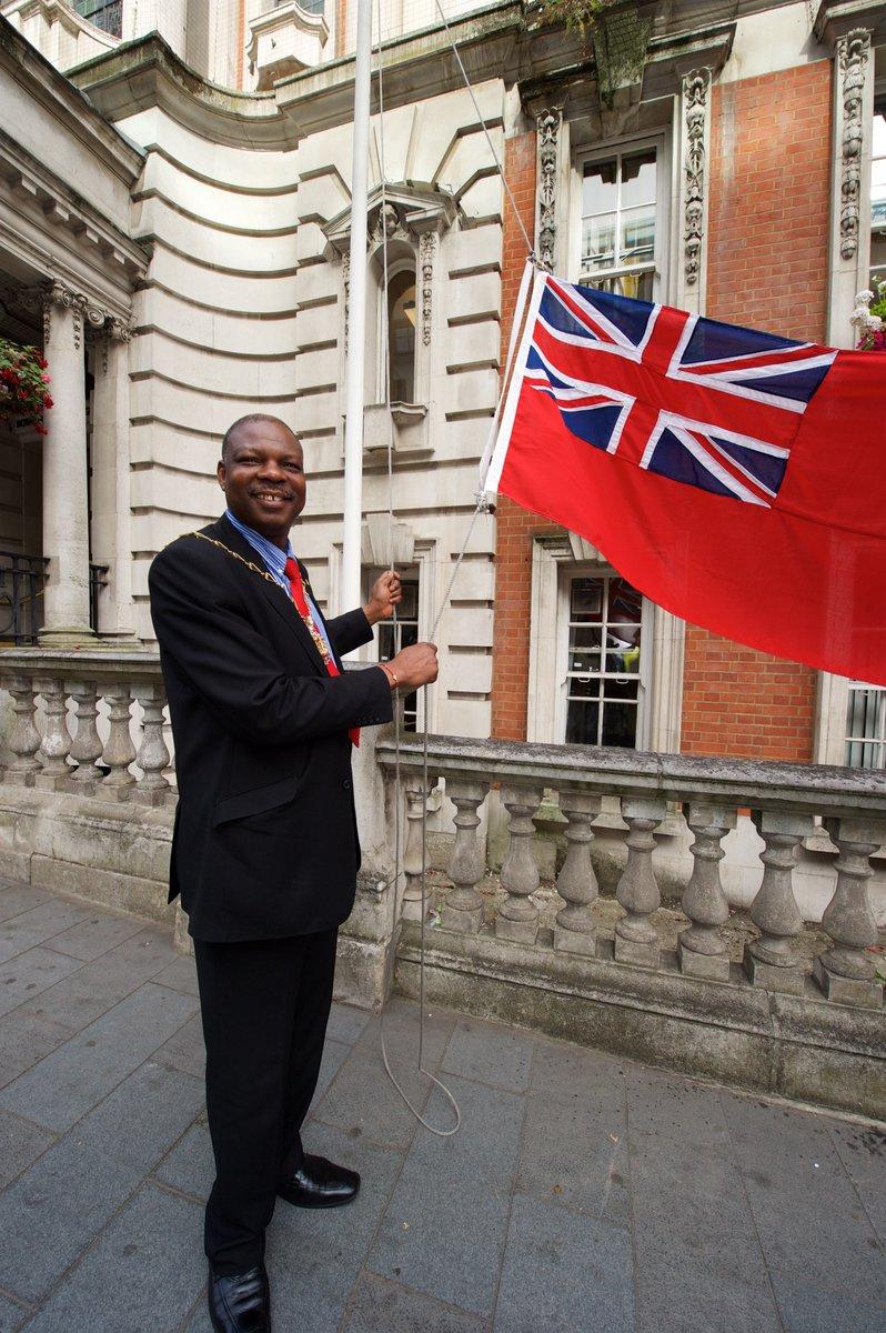 Royal Greenwich Mayor raises Red Ensign for Merchant Navy Day #merchantnavyday @seafarers_uk https://t.co/1vbB6IElJM https://t.co/jBZjUABkiU