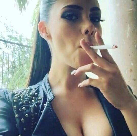 smoking-hot-chicks-with-dicks