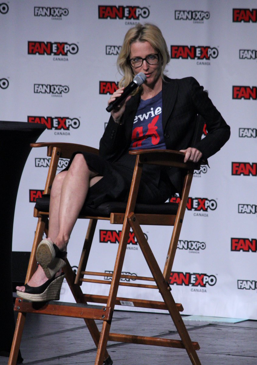 """[Scully is] pretty square. And I'm not, but I like her"" @GillianA #FanExpoCan #xfiles https://t.co/wVLaAPrU8R"