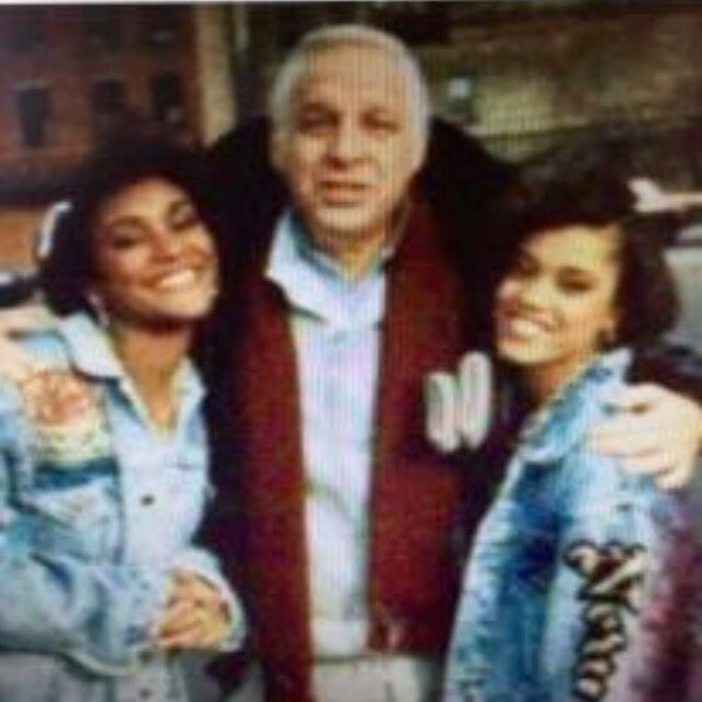 R.I.P. Jerry Heller, U were always good 2 us! Thanks 4 looking out for 3 teenagers who just wanted to be rap stars! https://t.co/WtTWwfbkVE